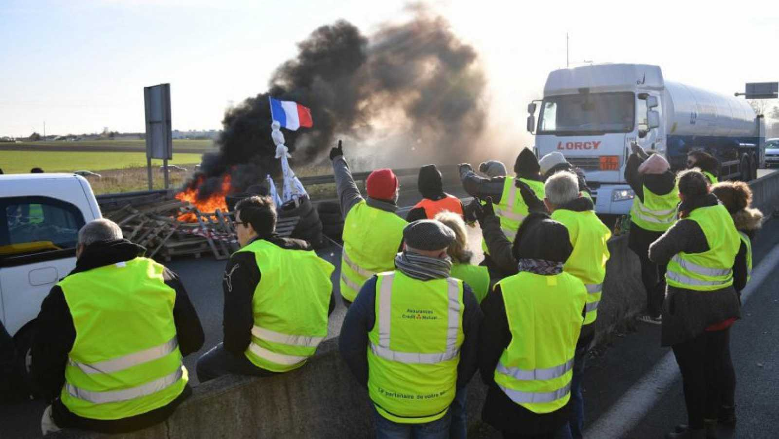 Europa abierta - ¿Quiénes son y qué piden los 'chalecos amarillos' en Francia? - escuchar ahora