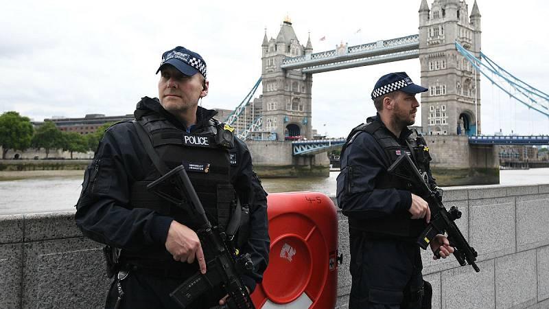 14 horas - Reino Unido se plantea enviar patrullas armadas contra las bandas juveniles - Escuchar ahora