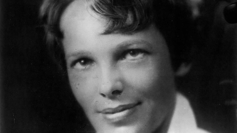 """Amelia Earhart - Ángeles Caso - """"Mujeres"""" - Escuchar ahora"""