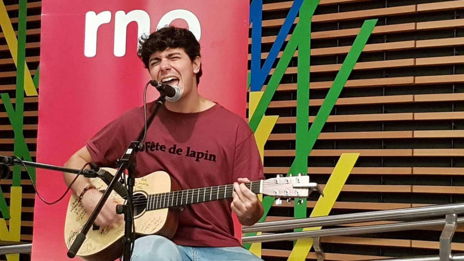 """Las mañanas de RNE con Alfredo Menéndez - Alfred García: """"La discográfica me ha dado alas y cielo para volar"""" - Escuchar ahora"""