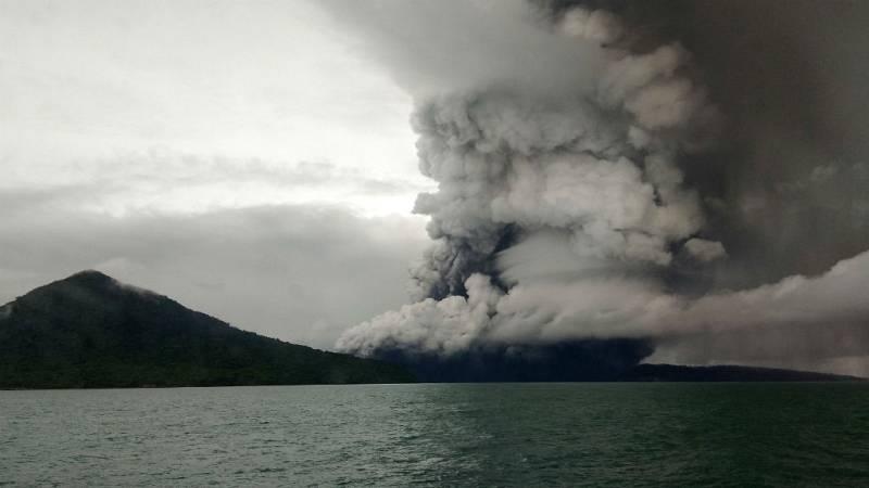 Las mañanas de RNE con Íñigo Alfonso - Se eleva la alerta por erupción del volcán Anak Krakatoa en Indonesia - Escuchar ahora
