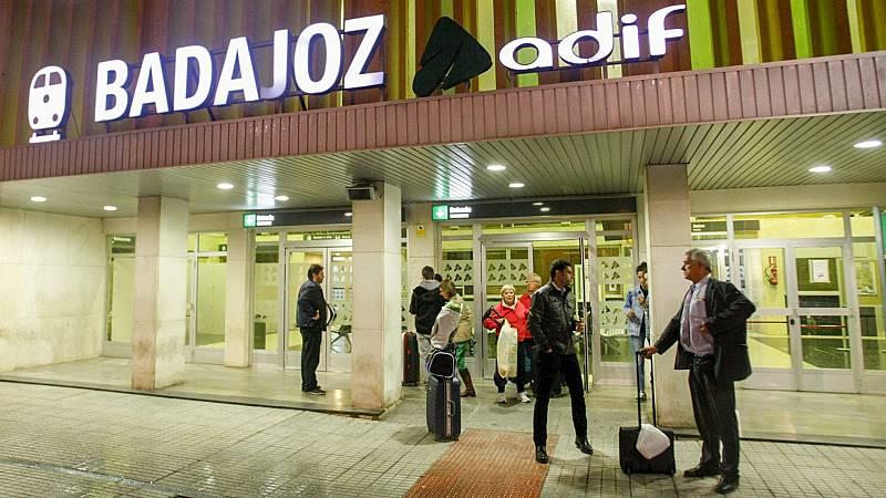 Las mañanas de RNE con Íñigo Alfonso - El 'tren extremeño' deja tirado a más de 150 pasajeros de noche y en mitad del campo - Escuchar ahora