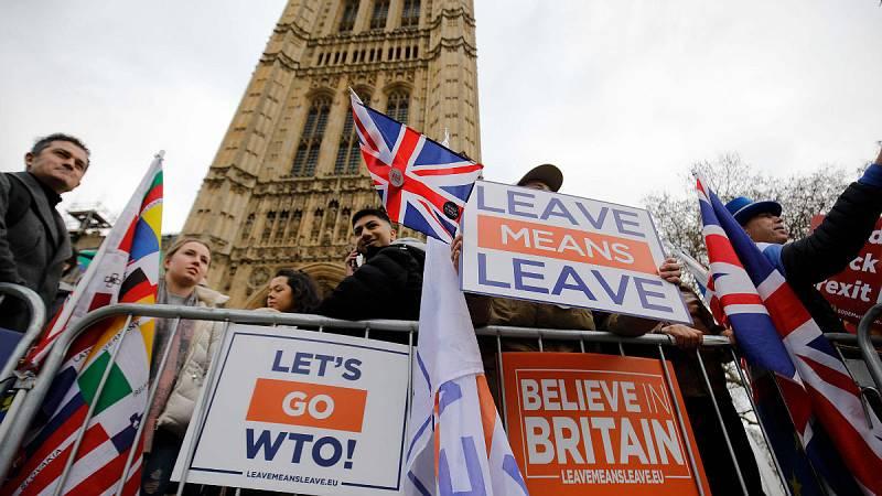 14 horas - La UE reitera a May que no aspira a activar la salvaguarda irlandesa