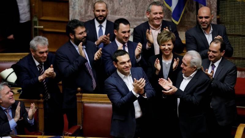 Las mañanas de RNE con Íñigo Alfonso - Tsipras salva una cuestión de confianza presentada por Syriza - Escuchar ahora