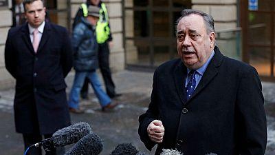 Boletines RNE - Salmond, exministro de Escocia, acusado de 14 delitos sexuales - escuchar ahora