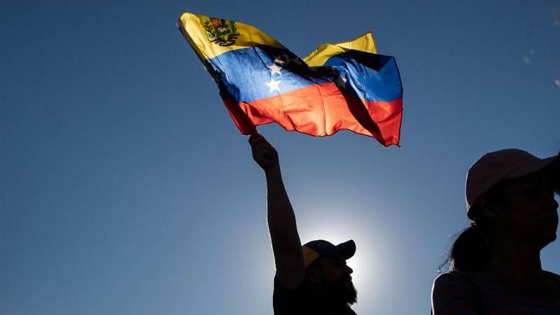24 horas - Maduro o Guaidó, un pulso de legitimidad que divide a los venezolanos y a la comunidad internacional - escuchar ahora