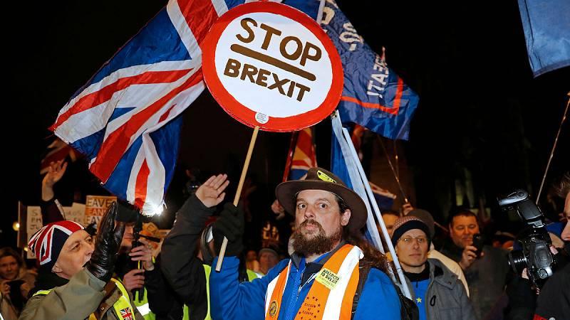 14 horas - Empresas británicas prevén enviar fuera su actividad por el 'Bréxit'