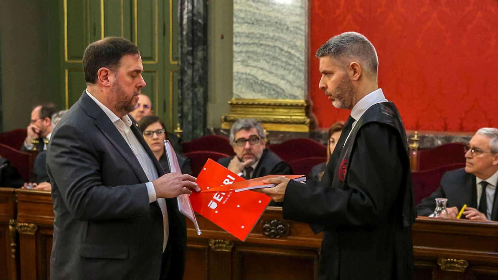 Boletines RNE - La defensa de Junqueras y Romeva argumenta que el juicio del 'procés' es una causa política - Escuchar ahora