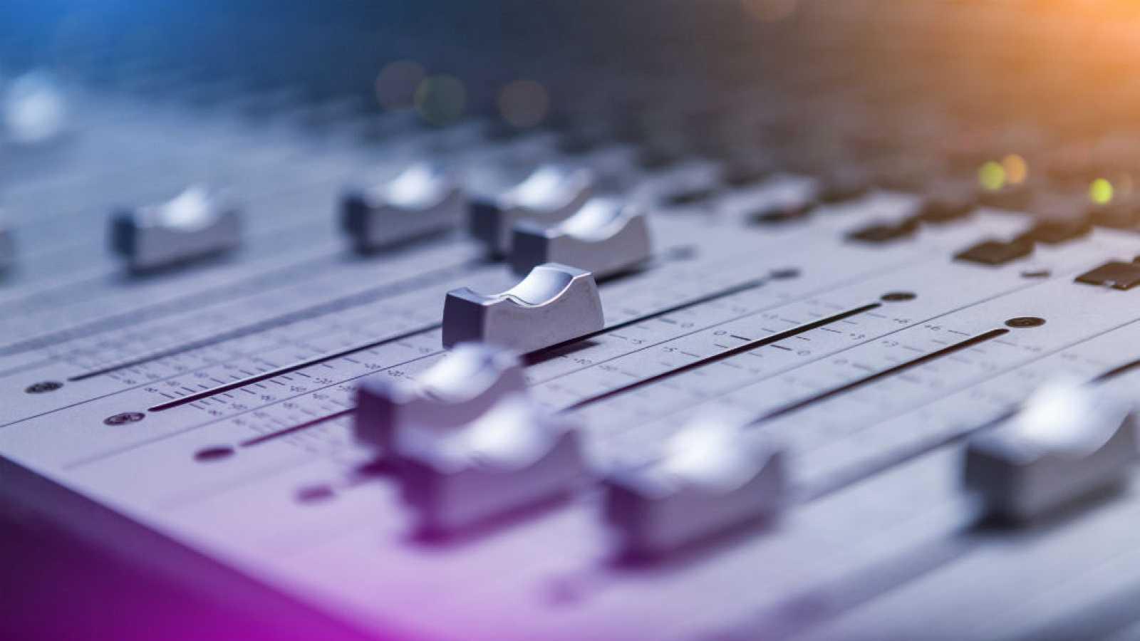 Celebramos el día de la radio - Escuchar Ahora