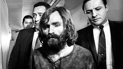 rne mañás - 50 anos de crimes da familia Manson - Escoita agora