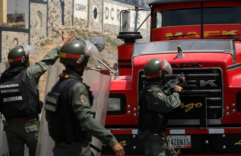 Boletines RNE - Nicolás Maduro ordena cerrar la frontera de Venezuela con Brasil - escuchar ahora