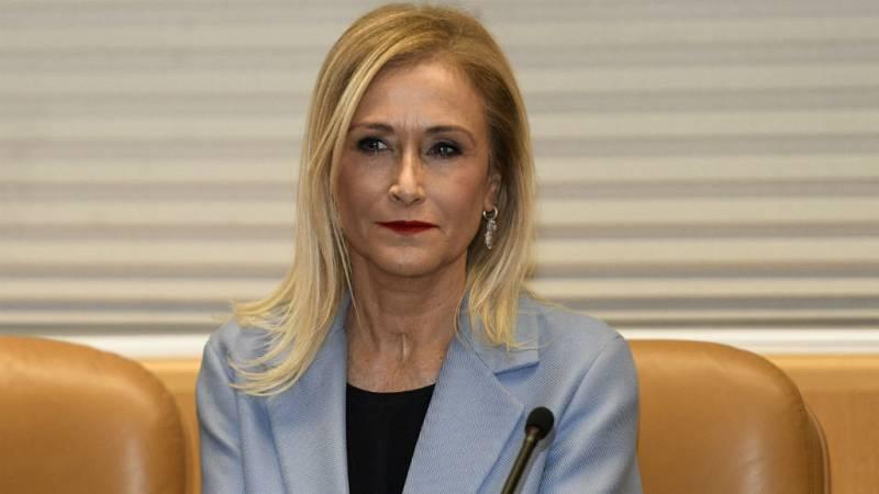 Boletines RNE - Cifuentes se acoge a su derecho a no declarar en la comisión sobre su máster - Escuchar ahora