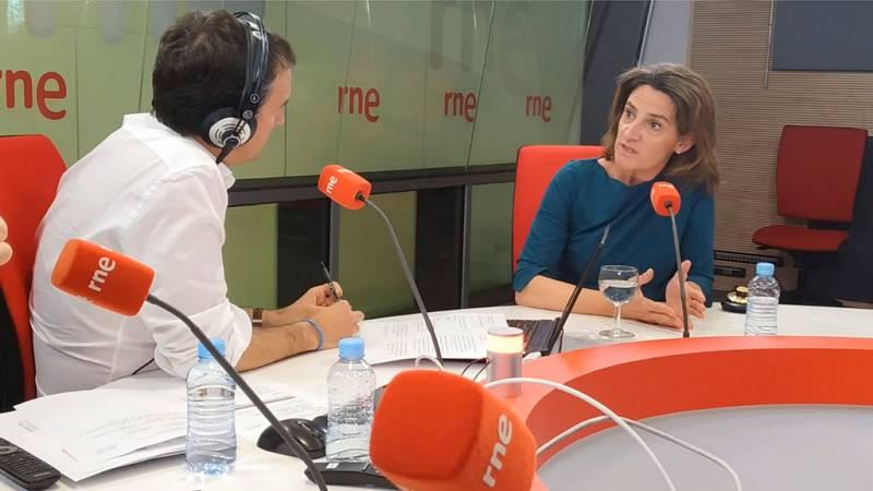 """Las mañanas de RNE con Íñigo Alfonso - Teresa Ribera afirma que los 'viernes sociales' son algo """"legítimo y constitucional"""" - Escuchar ahora"""