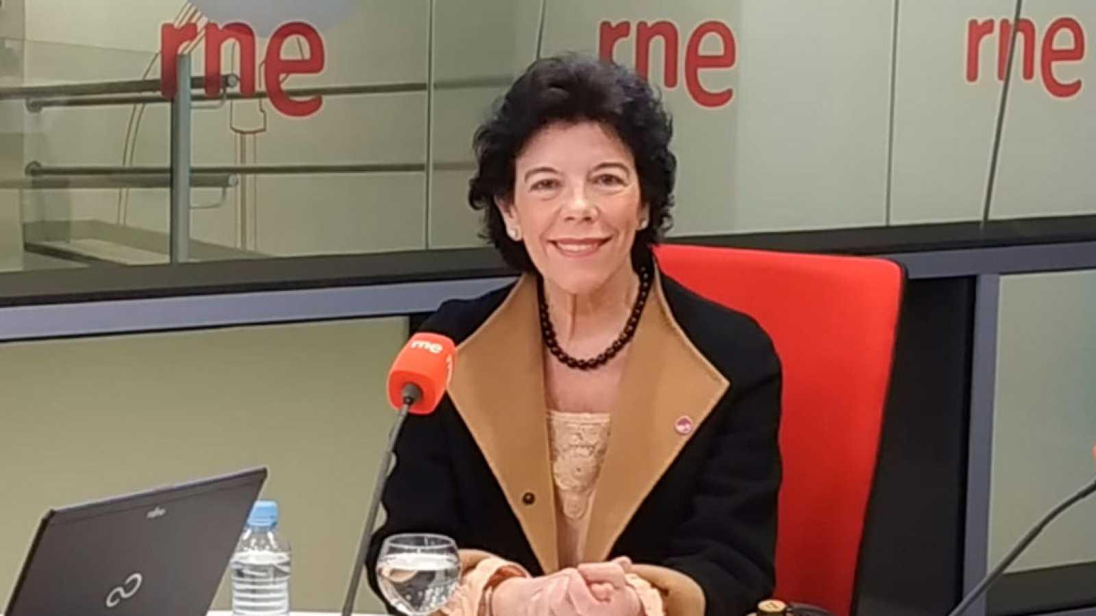 """Las mañanas de RNE con Íñigo Alfonso - Celaá: """"Torra pasará la raya de la desobediencia si mantiene los lazos""""  - Escuchar ahora"""