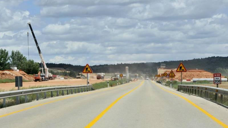Boletines RNE - Fomento abre un tramo de la A-11 en Soria que se adjudicó hace 10 años - escuchar ahora
