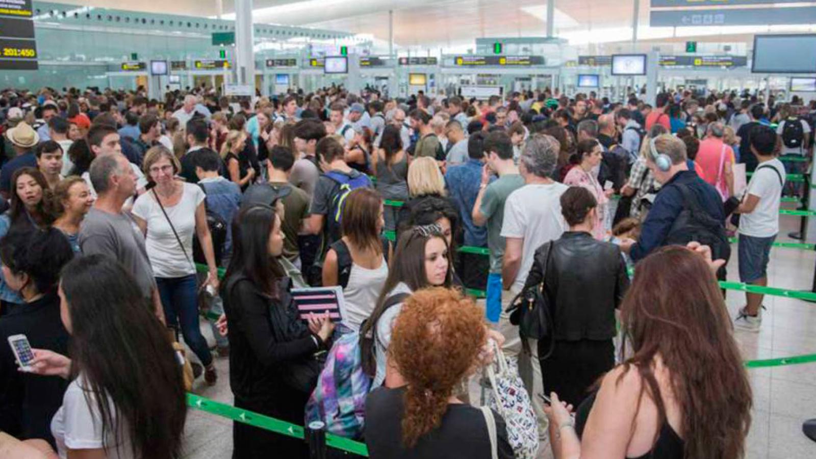"""Las mañanas de RNE con Íñigo Alfonso - La huelga de los trabajadores de seguridad de Barajas, """"indifinida"""" - Escuchar ahora"""