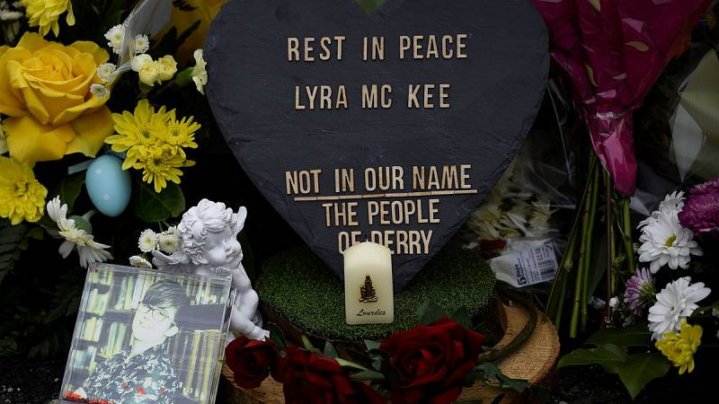 El IRA pide disculpas por el asesinato de la periodista Lyra McKee, pero no asume responsabilidades de forma directa - escuchar ahora