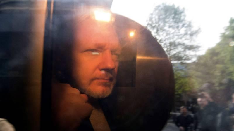 14 horas - Julian Assange condenado a 50 semanas de cárcel - Escuchar ahora