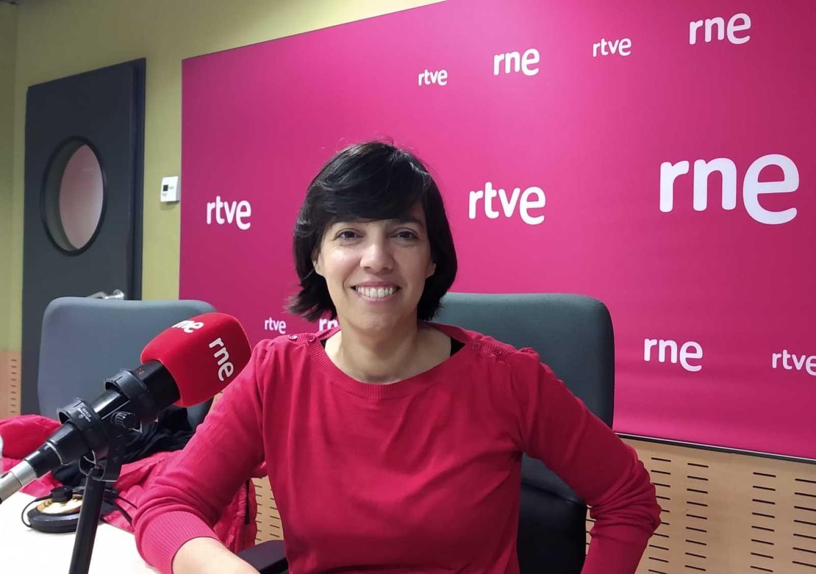 """Confidències - Parlem de la Maternitat amb Esther Vivas, autora de """"Mama desobedient""""."""