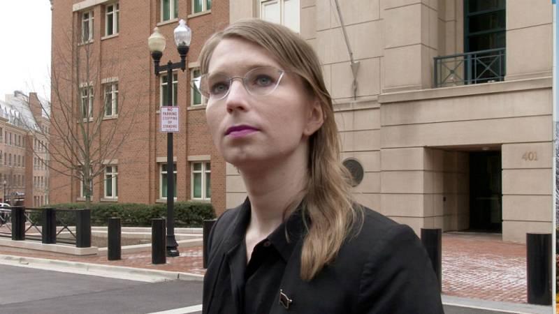 Boletines RNE - Chelsea Manning, la exanalista de inteligencia de EE,UU., libre - Escuchar ahora