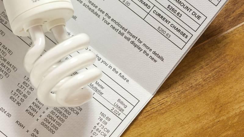 Boletines RNE - Competencia multa a Endesa y Naturgy con más de 25 millones de euros por alterar el precio de la luz - Escuchar ahora