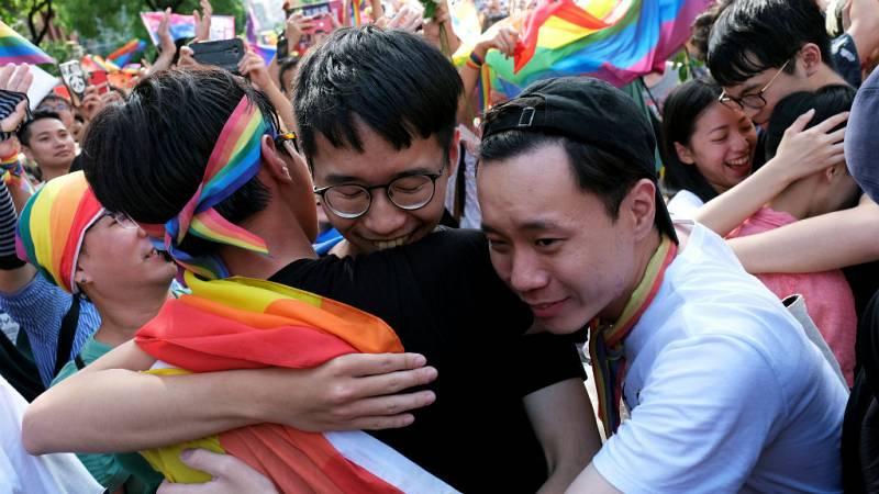 Boletines RNE - Taiwán, el primer país de Asia en legalizar el matrimonio homosexual - escuchar ahora