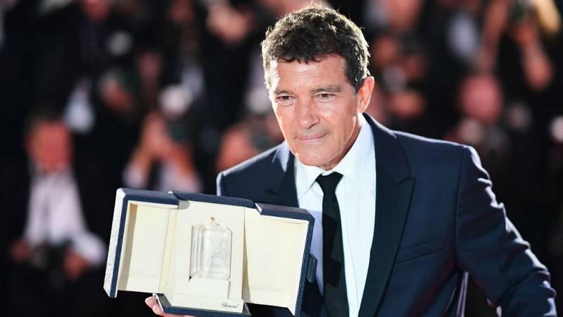 Boletines RNE - Antonio Banderas premiado en Cannes, reconocimiento a toda una carrera - Escuchar ahora