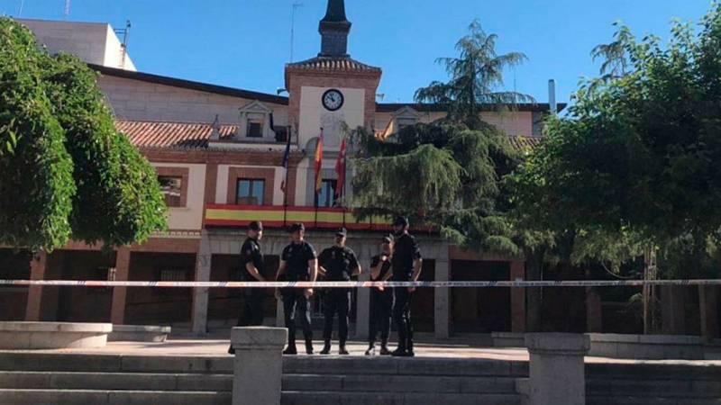 Boletines RNE - La Policía registra el Ayuntamiento de Las Rozas, Madrid - Escuchar ahora