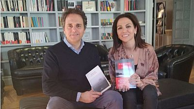 Libros de arena - Vuelve Domingo Villar - Escuchar ahora