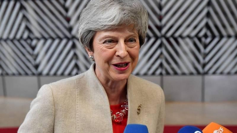 """Boletines RNE - Theresa May: """"Tenemos que cumplir con el 'Brexit' cuanto antes"""" - escuchar ahora"""