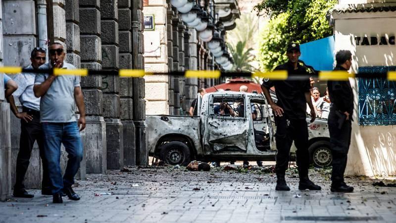 14 horas - Al menos un muerto en varios ataques terroristas en Túnez - escuchar ahora