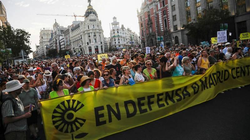 Miles de personas se manifiestan en la capital en defensa de Madrid Central - Escuchar ahora