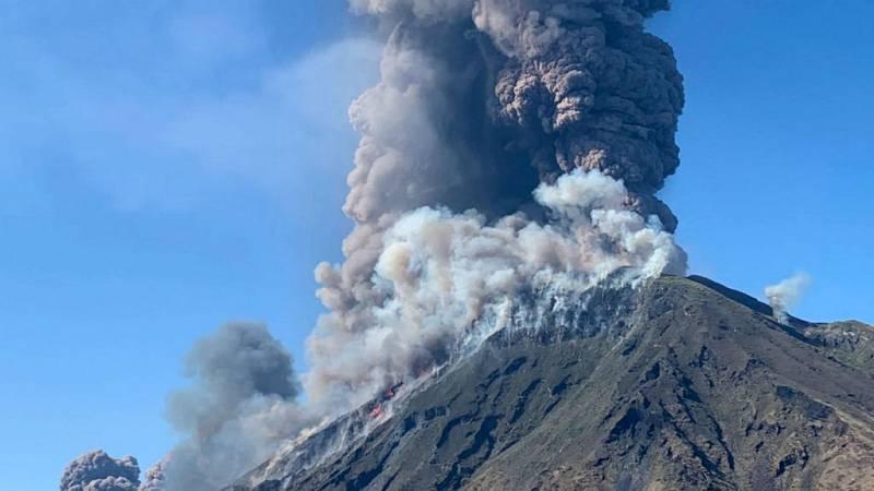 Las mañanas de RNE con Íñigo Alfonso - La erupción del volcán Stromboli provoca un muerto y un herido - Escuchar ahora