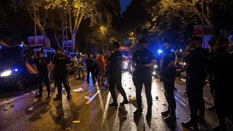 Boletines RNE - La Policía escolta a Cs que abandona el Orgullo tras dos horas de bloqueo - Escuchar ahora
