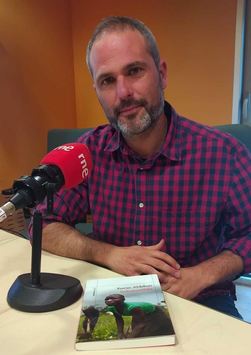 Confidències amb el periodista Xavier Aldekoa, un enamorat d'Àfrica i dels africans