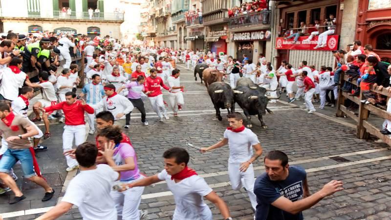 Sentada de los corredores en los encierros de San Fermín - Escuchar ahora