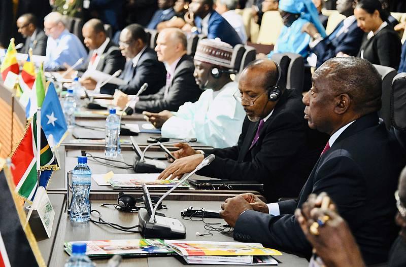 Cinco Continentes - Luchar contra la desigualdad, un reto para los gobiernos africanos - Escuchar ahora
