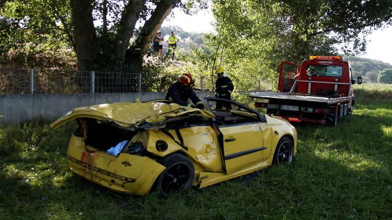Boletines RNE - Dos jóvenes muertos y otro herido en un accidente de tráfico en Salamanca - Escuchar ahora