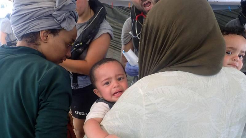 Las mañanas de RNE con Íñigo Alfonso - La ONG Open Arms rescata a 55 personas de una patera que se hundía - Escuchar ahora