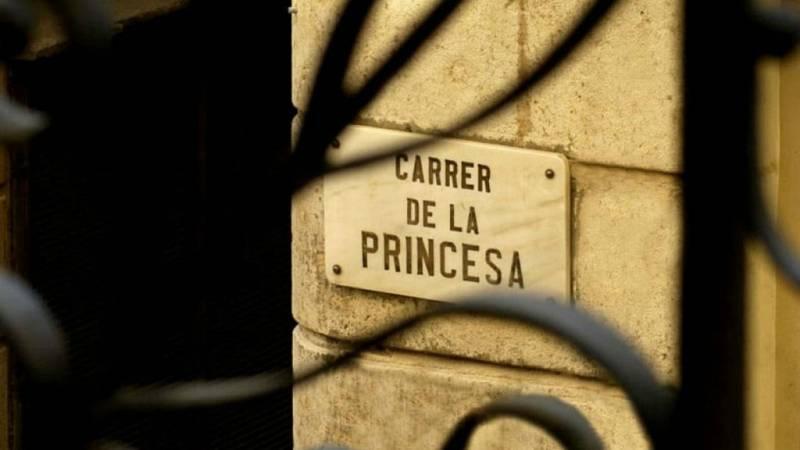 Boletines RNE - Un ciudadano y un bombero, heridos por arma blanca en Barcelona  - Escuchar Ahora