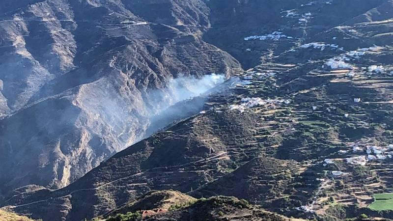 14 horas - El incendio de Gran Canaria sigue sin control y ha quemado ya 1.500 hectáreas - Escuchar ahora
