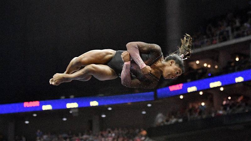 Las mañanas de RNE con Íñigo Alfonso - La gimnasta, Simon Biles, hace historia en los campeonatos de EE.UU. - Escuchar ahora
