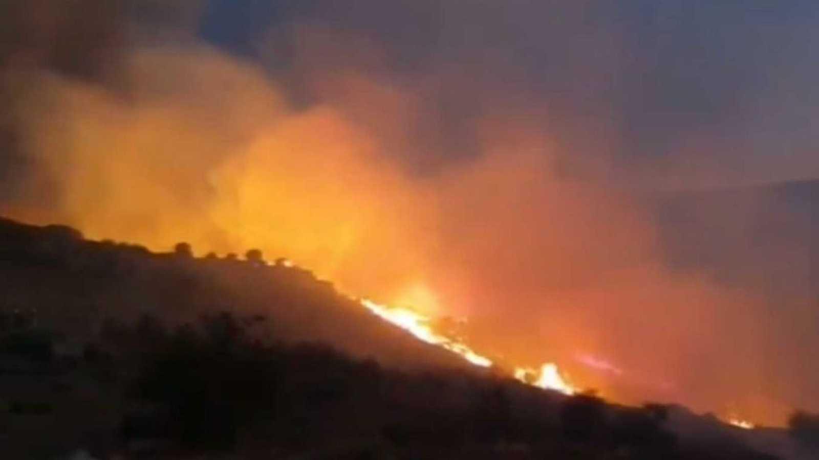 Las mañanas de RNE con Íñigo Alfonso - La UME se suma a la extinción del incendio de Navalacruz, Ávila - Escuchar ahjora