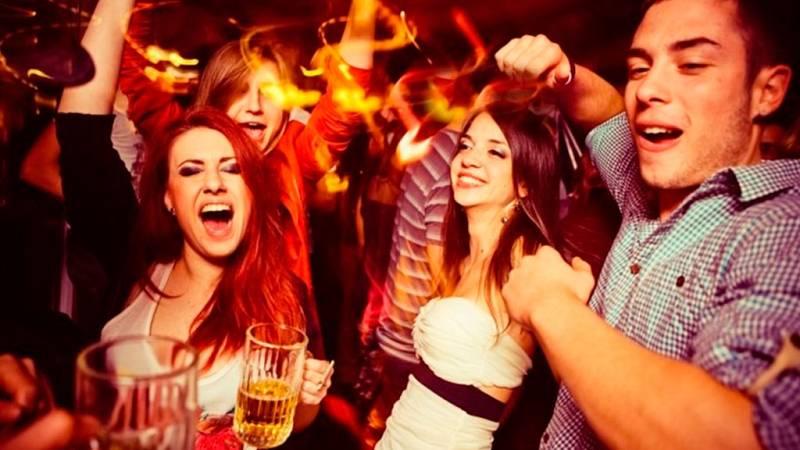 Las mañanas de RNE con Íñigo Alfonso - Los jovenes se estrenan con el alcohol cada vez más pronto - Escuchar ahora