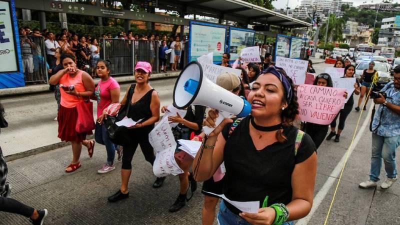 Boletines RNE - Mujeres que protestan por violaciones causan destrozos en Ciudad de México - Escuchar ahora