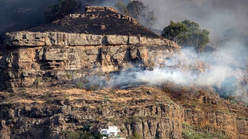 """14 horas - El incendio de Gran Canaria está """"fuera de control"""" y obliga a evacuar a 9.000 personas - Escuchar ahora"""