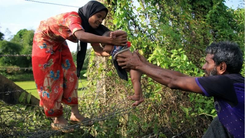 Las mujeres de Bangladesh no tendrán que demostrar su virginidad en el certificado de matrimonio - Escuchar ahora
