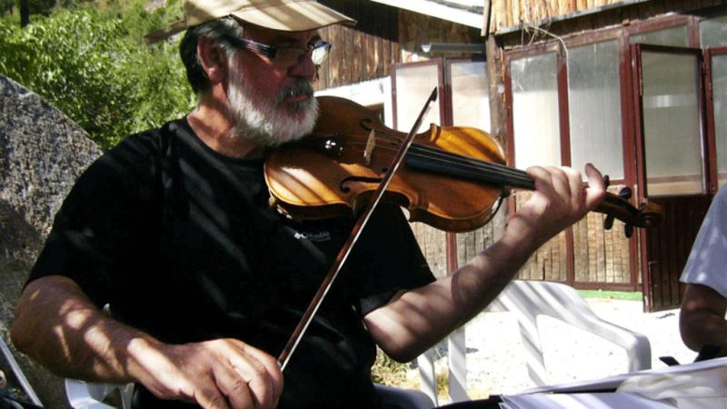 Entre dos luces - La maestría de Rubén Fernández - Escuchar ahora