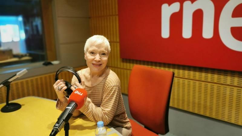 El gallo que no cesa - Femenino Singular: Rosa María Molló - Escuchar ahora