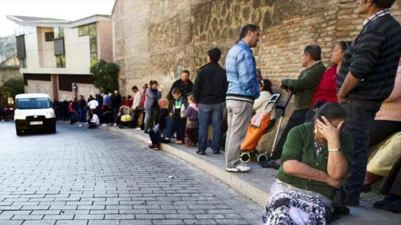 Boletines RNE - La mitad de los hogares monoparentales en España están en riesgo de esclusión social - Escuchar ahora